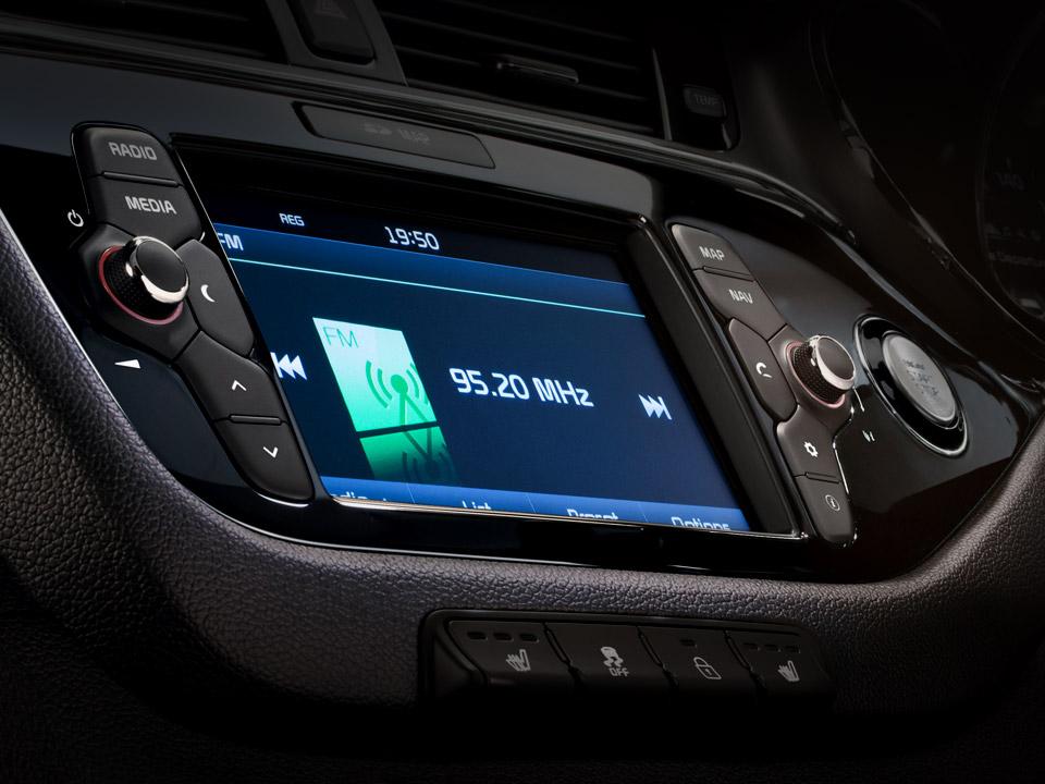 Sistem de navigare + Bluetooth + Cameră vedere mers înapoi